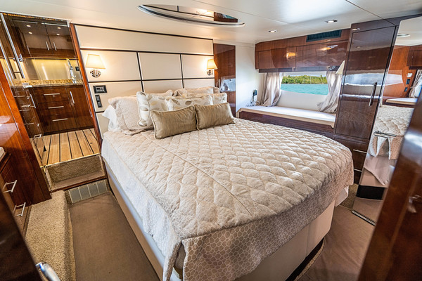Picture Of: 53' Regal Sport Coupe 2014 Yacht For Sale | 4 of 6