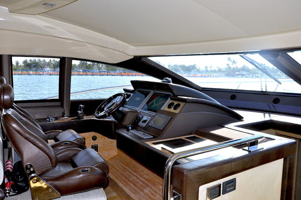 2012 Azimut 70' 70 Flybridge PRIVATE RESERVE   Picture 4 of 32