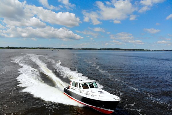 Picture Of: 42' Sabre 42 Salon Express 2016 Yacht For Sale | 2 of 42