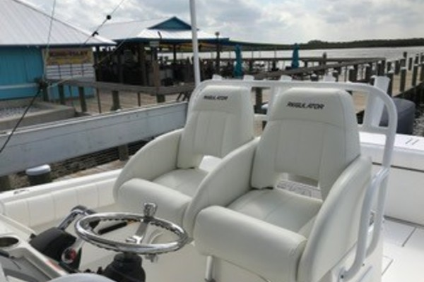 Picture Of: 34' Regulator 34CC 2013 Yacht For Sale | 3 of 15