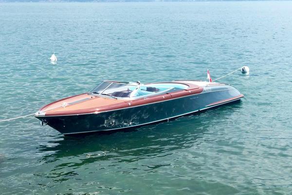 33-ft-Riva-2016-Aquariva Super-S.M ART Peschiera (VERONA)  Italy  yacht for sale