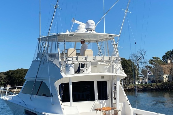 Picture Of: 52' Viking 52 Convertible 2005 Yacht For Sale | 4 of 120