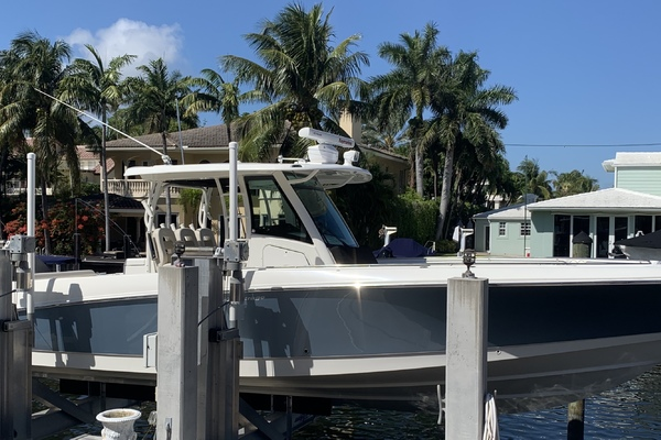 Picture Of: 35' Boston Whaler 350 Outrage 2017 Yacht For Sale | 1 of 14