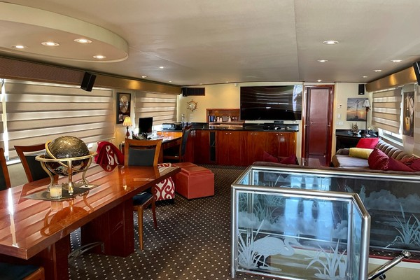Picture Of: 82' Hatteras 82 Cockpit Motor Yacht 1985 Yacht For Sale | 2 of 50