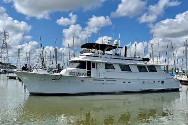 Picture Of: 82' Hatteras 82 Cockpit Motor Yacht 1985 Yacht For Sale   1 of 51