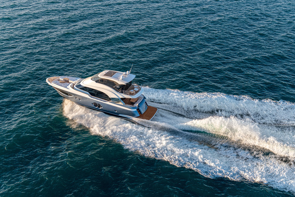 2020Monte Carlo Yachts 70 ft MCY Skylounge