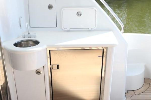 2005 Hatteras 80' Sky Lounge Motor Yacht SECOND GENERATION | Picture 6 of 69