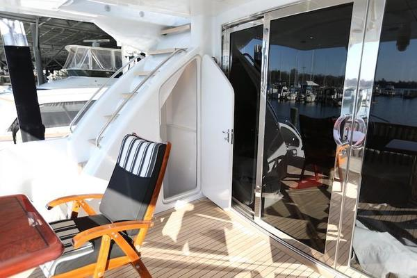 2005 Hatteras 80' Sky Lounge Motor Yacht SECOND GENERATION | Picture 3 of 69