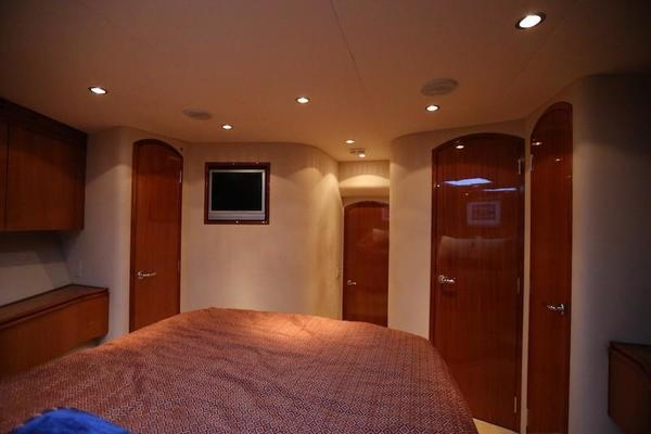 2005 Hatteras 80' Sky Lounge Motor Yacht SECOND GENERATION | Picture 4 of 69