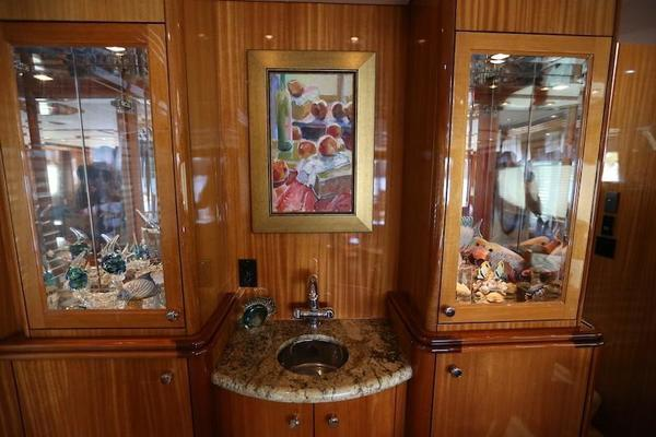 2005 Hatteras 80' Sky Lounge Motor Yacht SECOND GENERATION | Picture 8 of 69