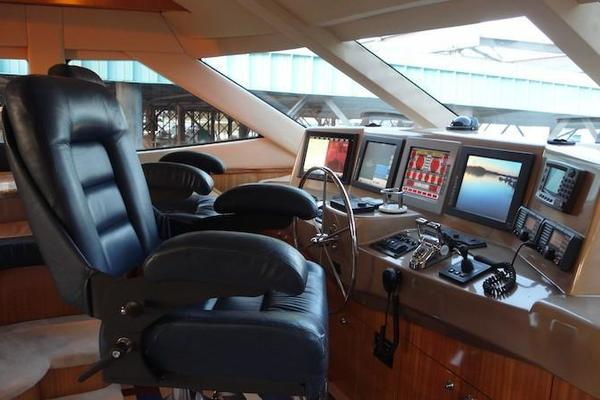 2005 Hatteras 80' Sky Lounge Motor Yacht SECOND GENERATION | Picture 2 of 69