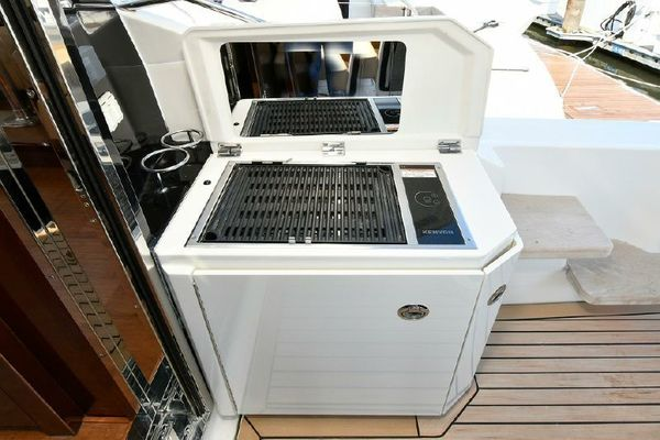 Picture Of: 51' Sea Ray 510 DA 2015 Yacht For Sale   3 of 43