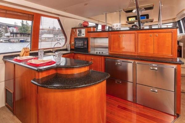 Picture Of: 59' Carver 2001 Yacht For Sale | 4 of 10