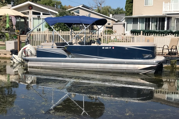 24-ft-Avalon-2017-Tri-Toon LSZ 2485- Chesterfield Michigan United States  yacht for sale
