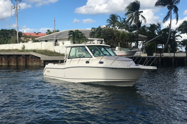Picture Of: 34' Boston Whaler 345 Conquest 2018 Yacht For Sale | 2 of 24