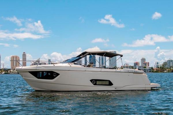 40-ft-Absolute-2015-40 STL-Assa V   United States  yacht for sale
