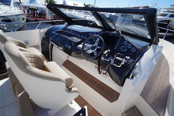 Picture Of: 39' Absolute 40 STL 2015 Yacht For Sale | 3 of 82