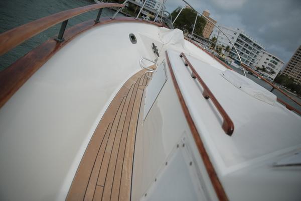 1983Island Gypsy 44 ft Flush Aft Deck   Lotus