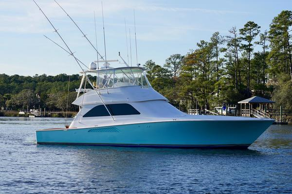 52' Viking Convertible 2002 | Gee Chee Girl