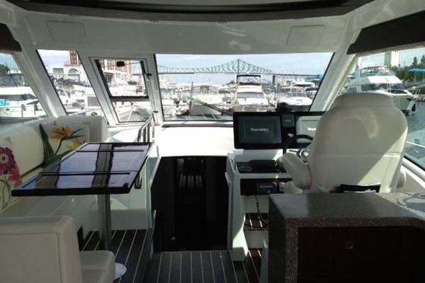2012 Cruisers Yachts 48' 48 Cantius Quarto | Picture 8 of 19