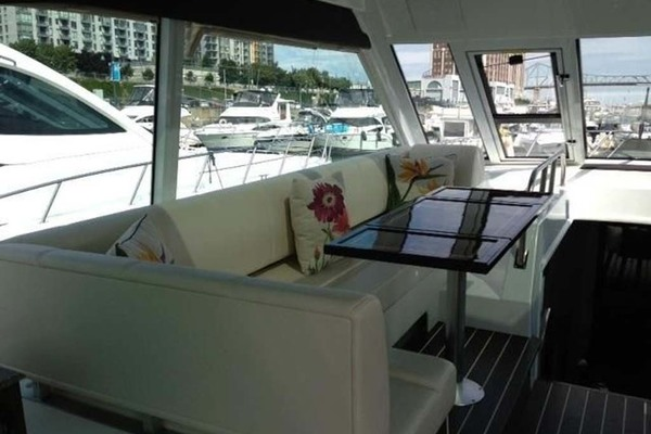 2012 Cruisers Yachts 48' 48 Cantius Quarto | Picture 7 of 19