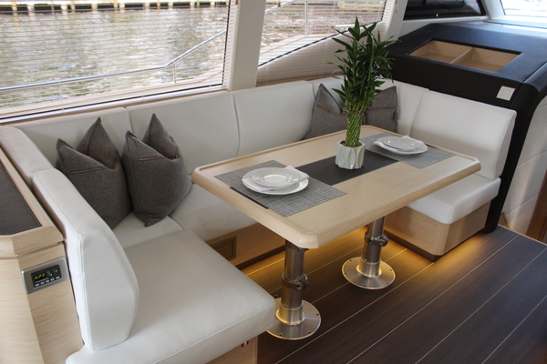 2020 Greenline 48' 48 Hybrid  | Picture 3 of 44