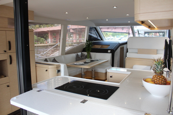 2020 Greenline 48' 48 Hybrid  | Picture 2 of 44
