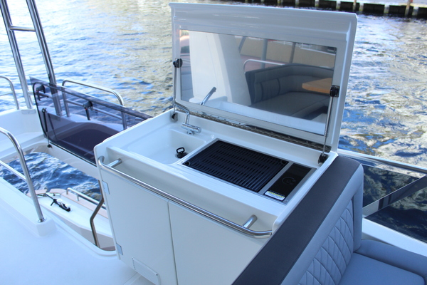 2020 Greenline 48' 48 Hybrid  | Picture 7 of 44