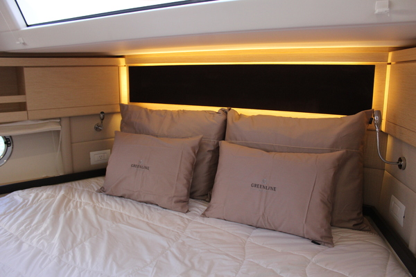 2020 Greenline 48' 48 Hybrid  | Picture 6 of 44