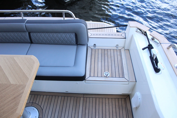 2020 Greenline 48' 48 Hybrid  | Picture 8 of 44