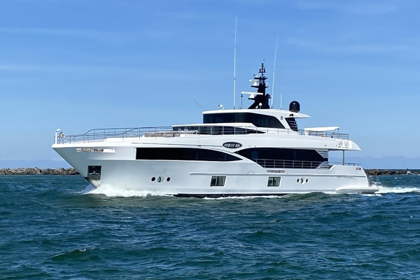 Majesty Yachts Majesty 100