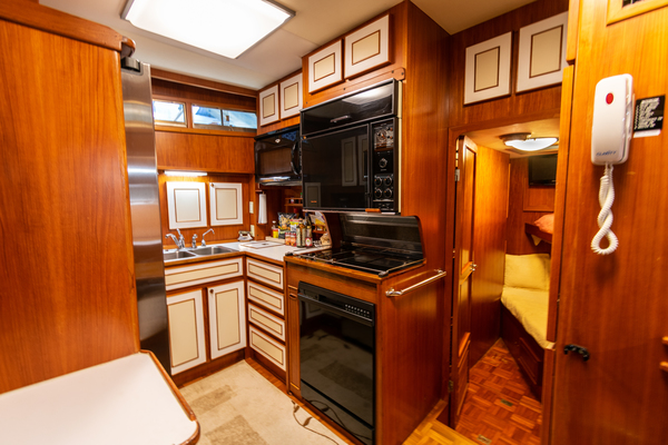 1989 Jefferson 65' 65 Motor Yacht Moon Palace | Picture 6 of 45
