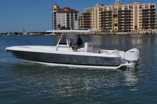 2015Intrepid 32 ft 327 Center Console