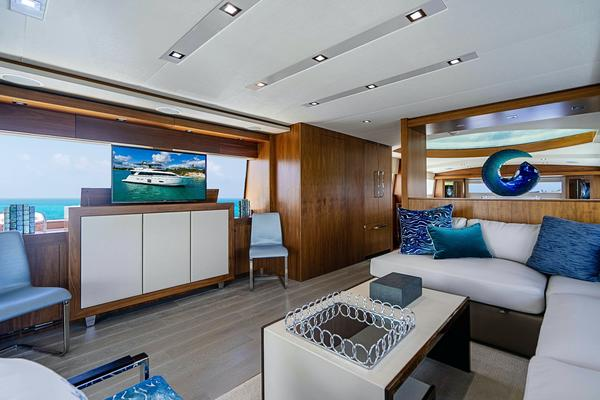 2017 Hatteras 75'  Grateful | Picture 7 of 89