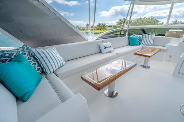 2017 Hatteras 75'  Grateful | Picture 5 of 89