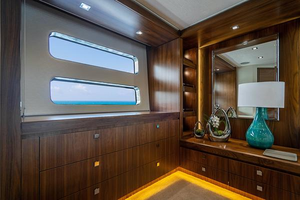 2017 Hatteras 75'  Grateful | Picture 1 of 89