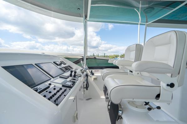 2017 Hatteras 75'  Grateful | Picture 8 of 89