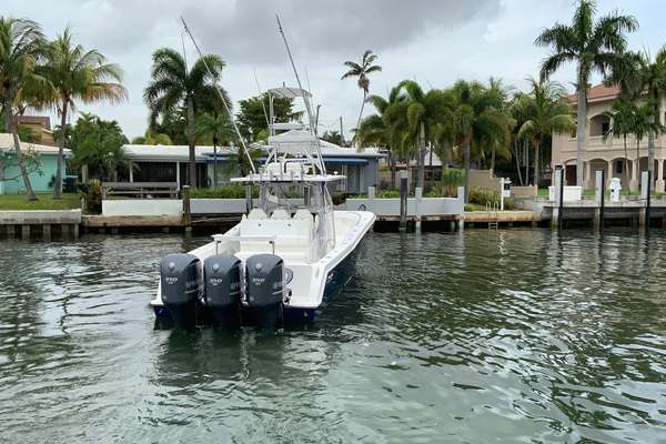 2013 Invincible 42' 42 CC w/SeaKeeper Tender | Picture 4 of 41