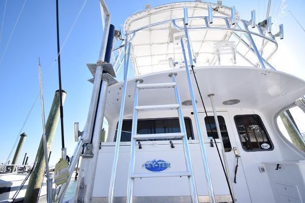 2005 Judge 42' 42XC Convertible Wicked Tuna | Picture 3 of 33
