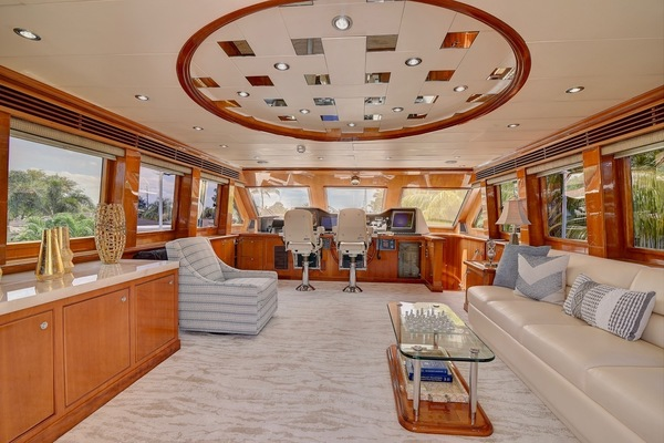 2001 Hargrave 94' Enclosed Bridge Skylounge Done Deal | Picture 3 of 70