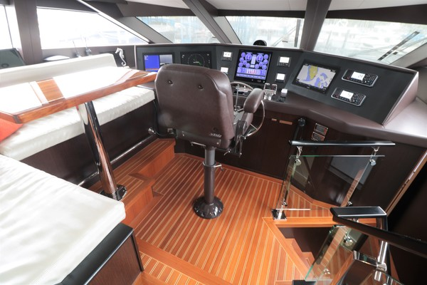 2016 Hatteras 100' 100 RAISED PILOT HOUSE LADY CARMEN | Picture 2 of 100