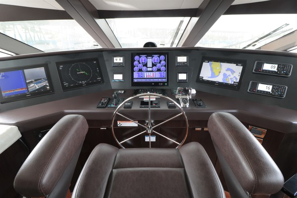 2016 Hatteras 100' 100 RAISED PILOT HOUSE LADY CARMEN | Picture 7 of 100