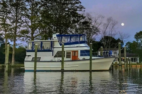 38' Marine Trader Tradewinds Suncdeck 1985 | Time To Go