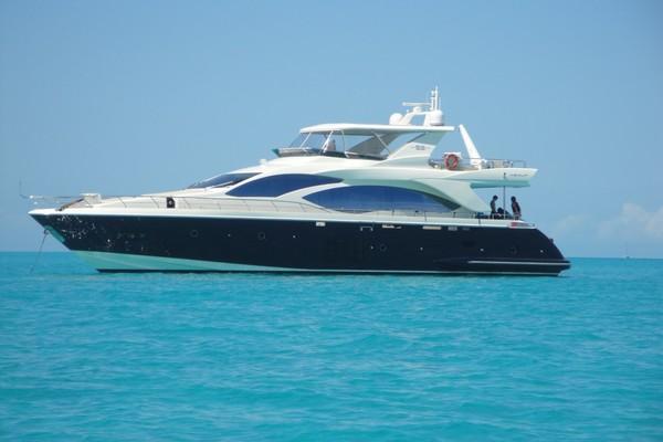 82-ft-Azimut-2011-82 MY- Nassau  Bahamas  yacht for sale
