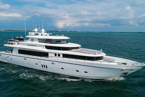 103' Johnson Raised Pilothouse 2009 | Julia Dorothy