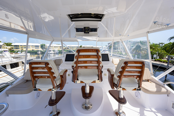 2015 Hatteras 70'  WING MAN | Picture 7 of 48