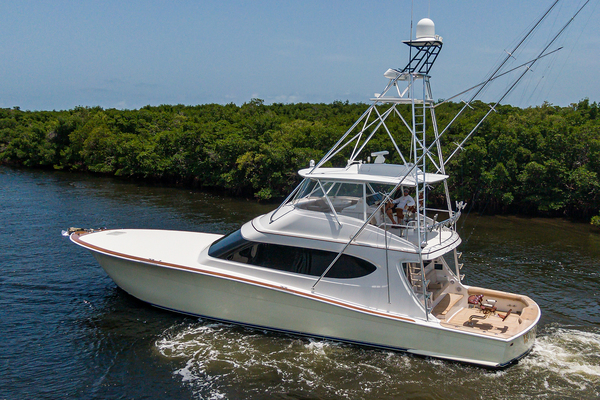 2015 Hatteras 70'  WING MAN | Picture 5 of 48