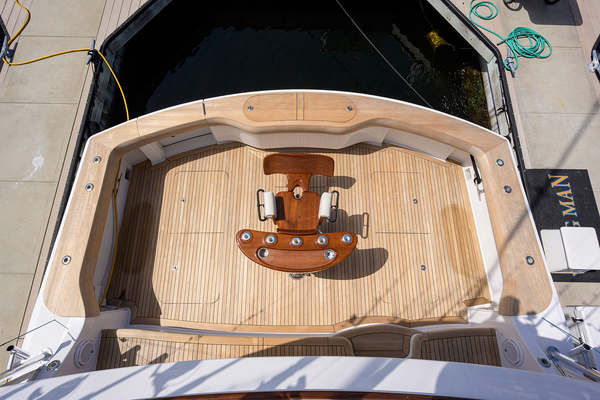 2015 Hatteras 70'  WING MAN | Picture 3 of 48