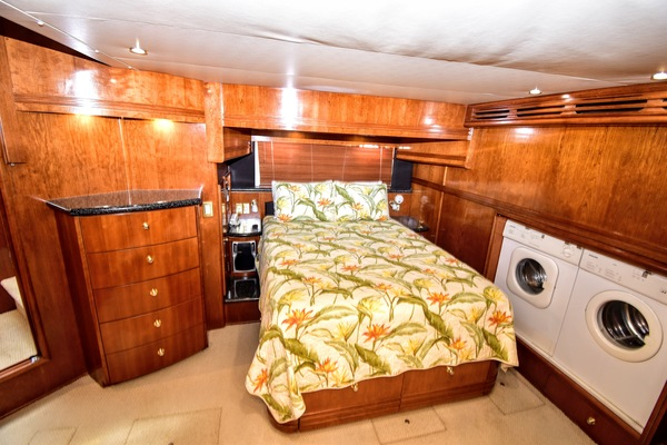 1999 Carver 53' 53 Voyager Soggy Dollar | Picture 2 of 41