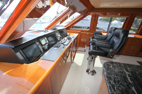 2003 Hargrave 78' Skylounge KISMET | Picture 2 of 61